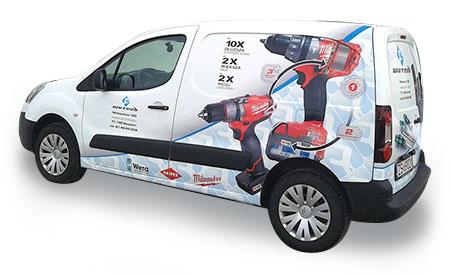 Samochód oklejony w całości reklamą fotograficzną. Profesjonalne wykonanie, kompetentna obsługa, bezpieczeństwo dla Twojego samochodu.