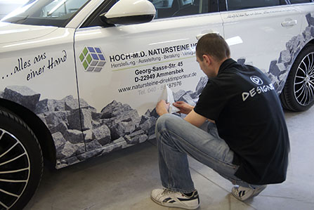 Drukarnia Designer zapewnia profesjonalne wykonanie reklamy, napisów, grafiki na pojazdach firmowych naszych klientów.