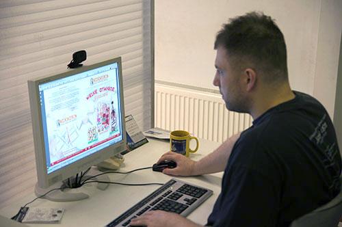 Specjalista DTP podczas pracy